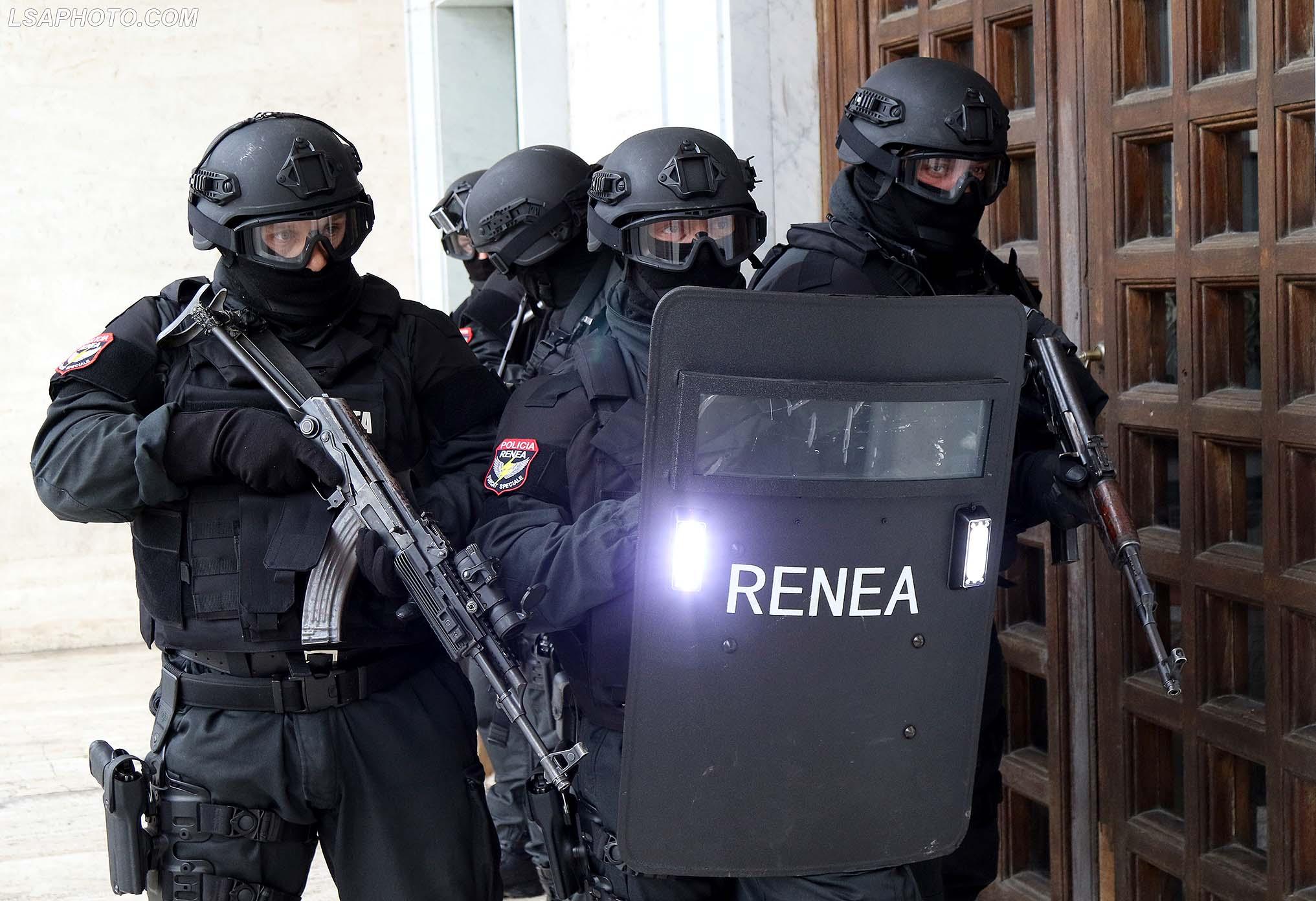 """RENEA zbarkon në Vlorë, aksion për kapjen e """"të fortëve"""""""