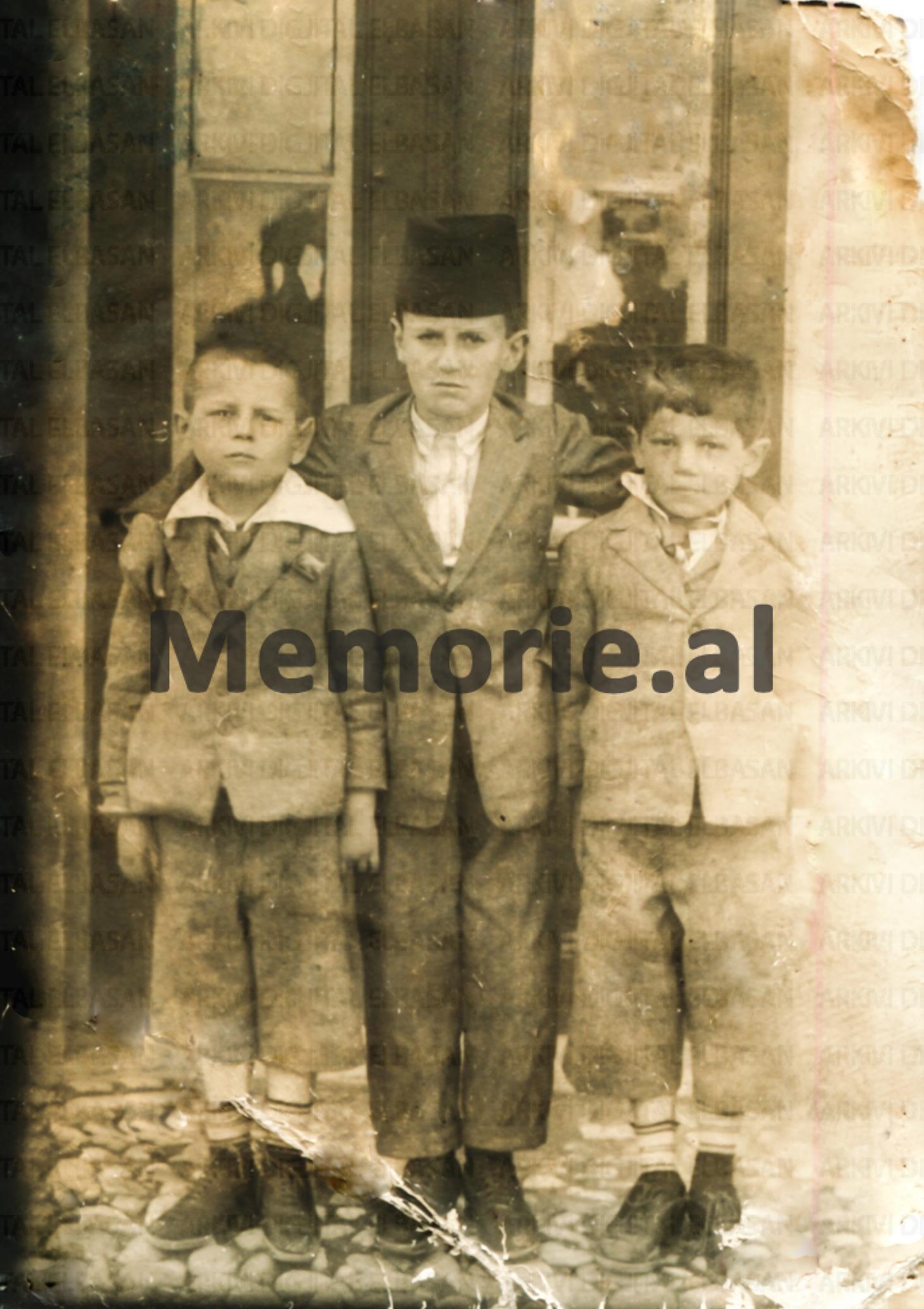 1930-Elbasan-Qemal-Stafa-Ferit-Daiu-Alajdin-Stafa-vëllai-i-Qemalit-R