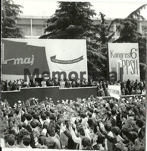Byroja-Politike-duke-pershendetur-popullin-e-Tiranes-ne-paraden-e-1-Majit.-1971