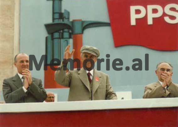 Enver-Hoxha-Ramiz-Alia-Adil-Çarcani-ne-paraden-e-1-Majit-1983