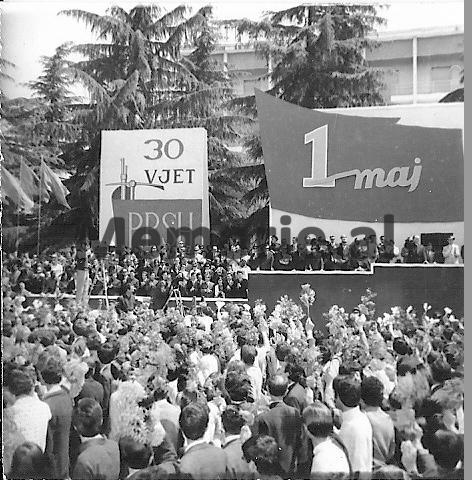 Parada-e-1-Majit-ne-Tirane.-1971