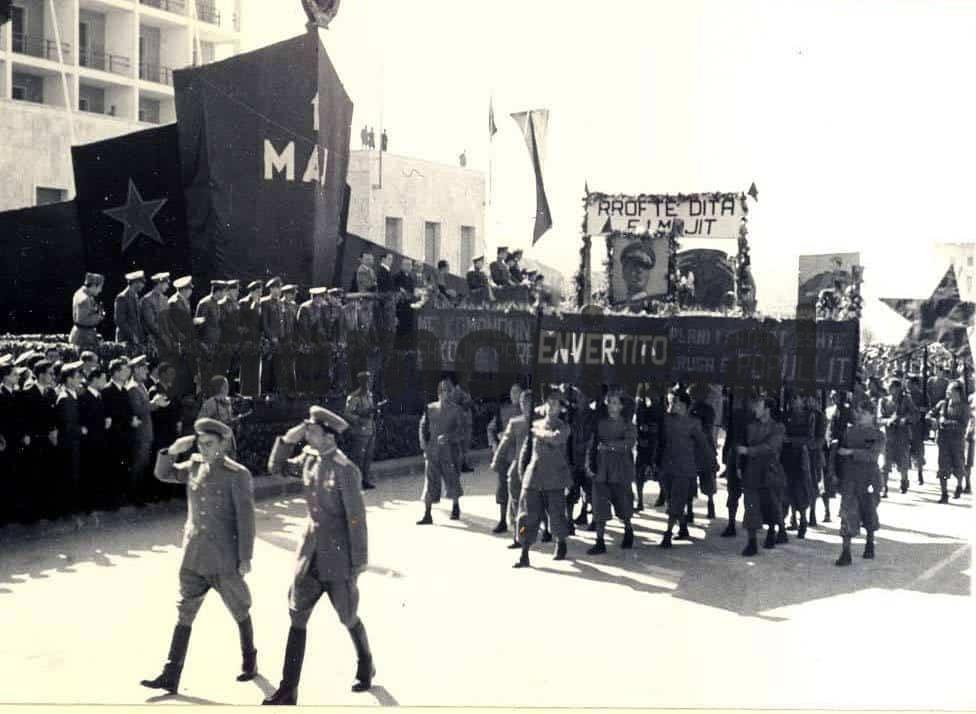 Parakalimi-i-oficereve-te-Sigurimit-te-Shtetit-ne-1-Maj-1947.-2