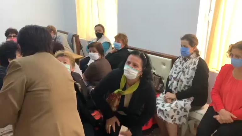 Rëndohet gjendja shëndetësore e grevistes, transportohet në spital