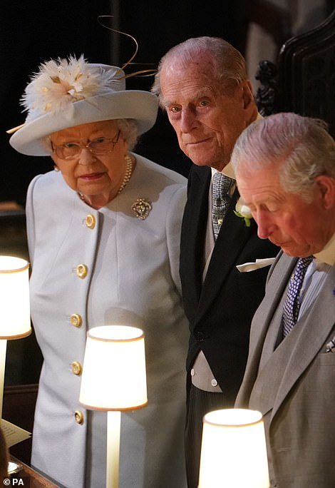 21523116-4074042-The_Queen_and_Prince_Philip_at_Eugenie_s_wedding_in_October_2018-a-13_1574856128284
