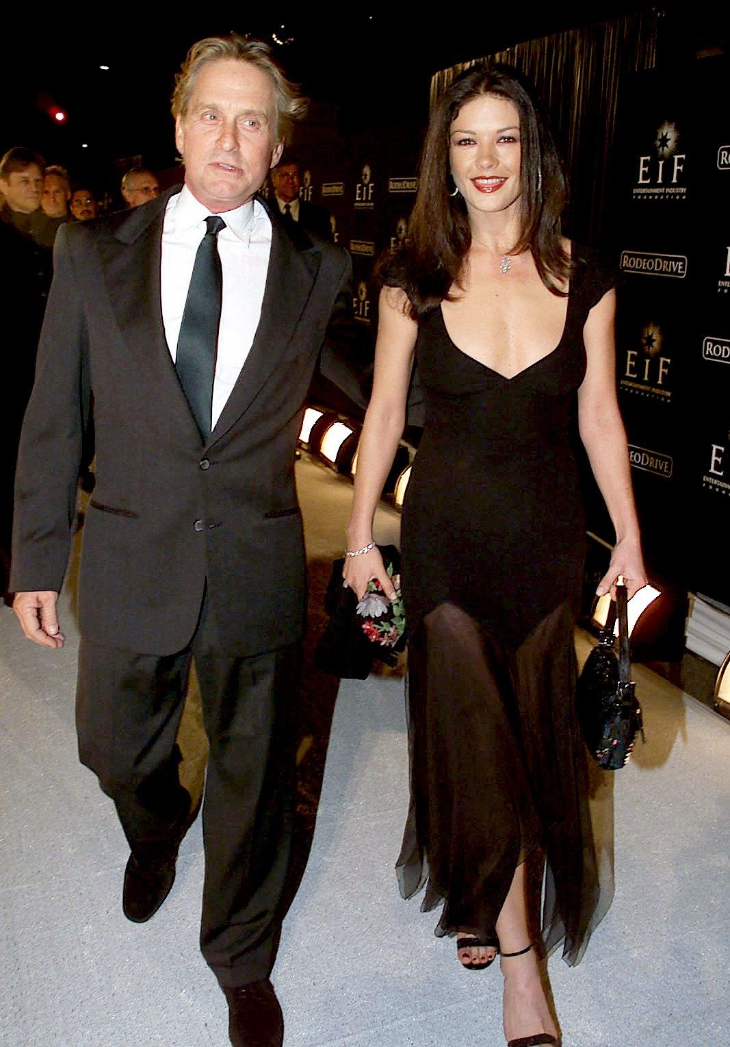 Michael-Douglas-and-Catherine-Zeta-Jones-2-November-1999-pregnancy