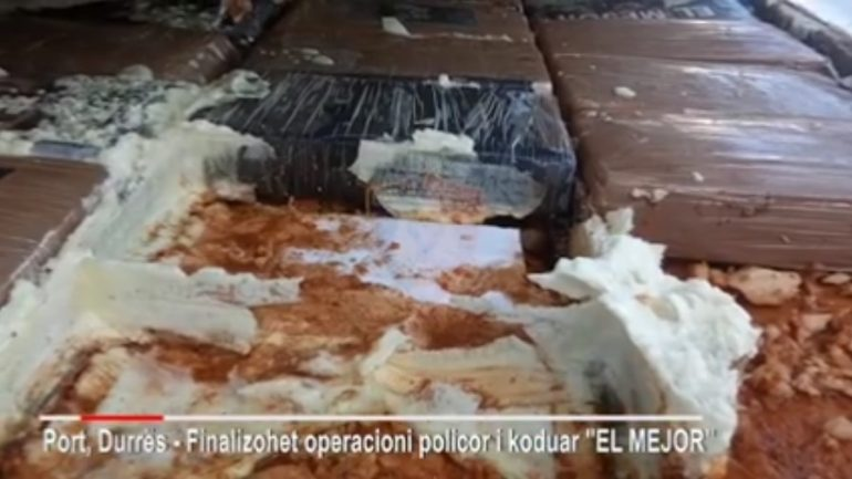 Ngarkesa në konteinerin në Durrës, tre lloje pakosh u përdorën për…