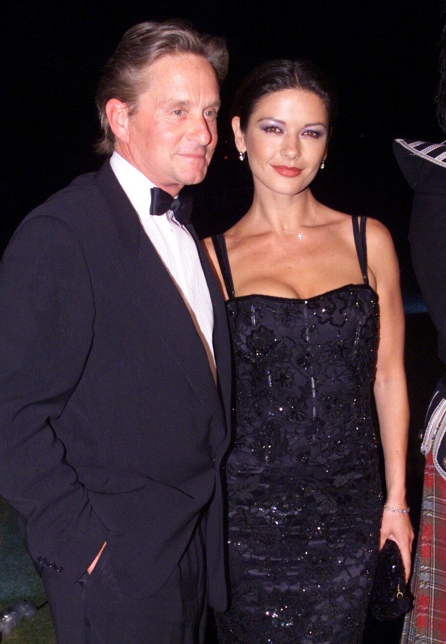 Catherine Zeta Jones and Michael Douglas at 'Entrapment' premiere