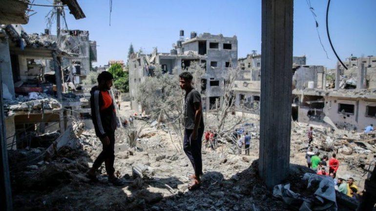 Fëmija 5-muajsh shpëtohet nga rrënojat e ndërtesës në Gaza