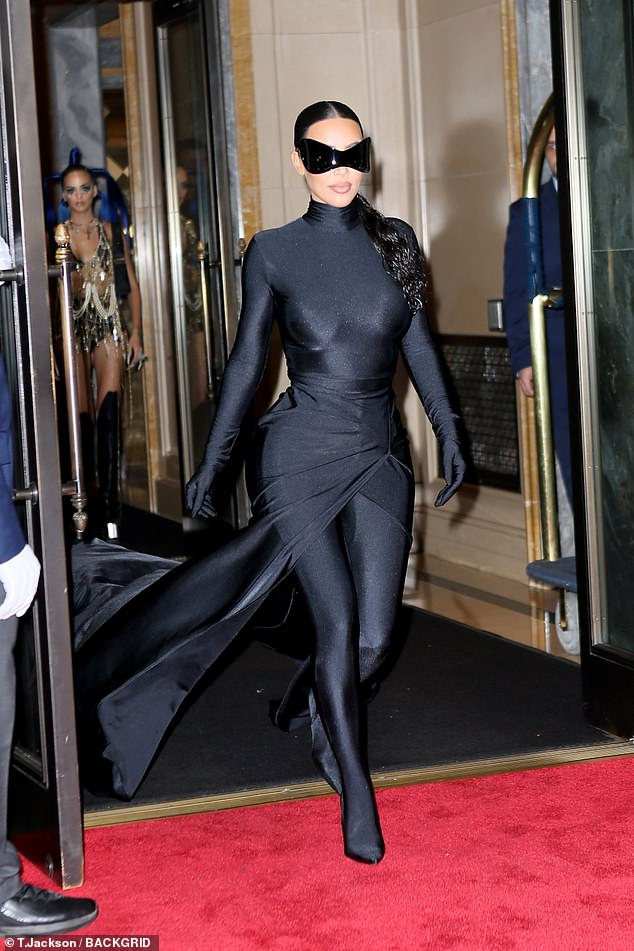 47892673-9988221-Meow_Kim_flaunted_her_curvaceous_figure_in_the_clinging_catsuit_-a-80_1631604235999